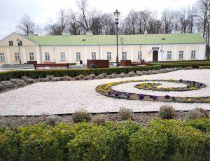 fragment pałacu Małachowskich w Konskich