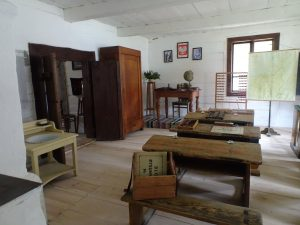 wnętrze przedwojennej szkoły odtworzone w Muzeum Wsi Kieleckiej w Tokarni