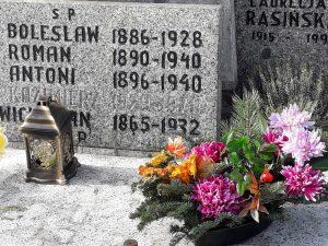 Grobowiec rodzinny w Zawierciu - widoczna data urodzin i śmierci Jana Sadzawickiego